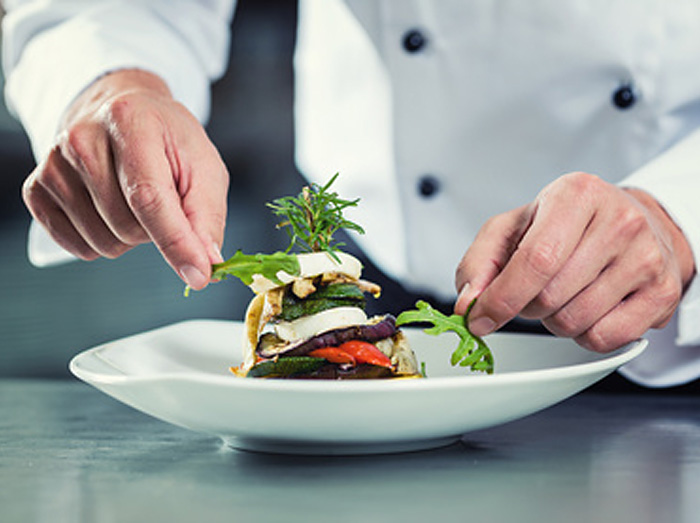 Servei de cuina a domicili del petit paradis botiga gourmet amb encant, personalitat i solera ubicada a girona